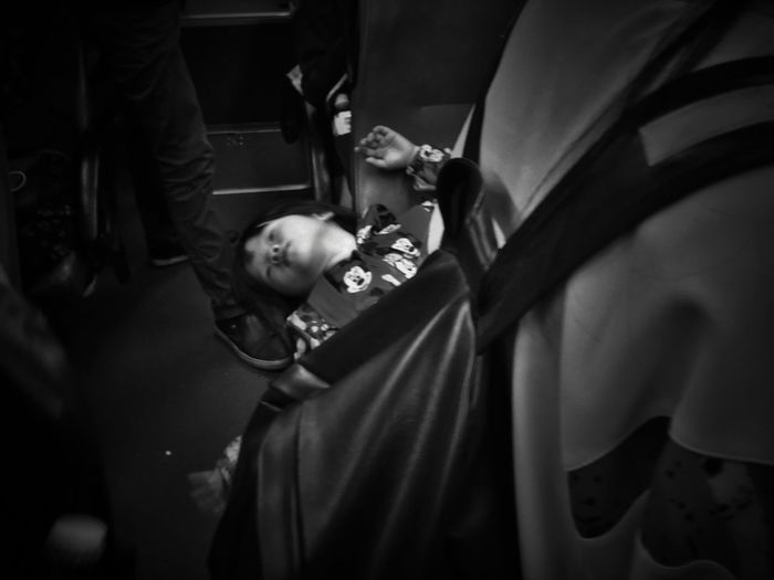 2017/4/26 街拍獵影~無拘無束 於公車上 Taiwan Bus Bw Bw_lover BW_photography B&w Photo B&w Bw Photography B&w Photography Bwphotography Streetphotography Street Street Photography Streetphoto_bw Street Scene Streetphotography_bw b&w street photography Childhood Child Full Length Bonding EyeEmNewHere