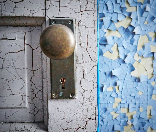 Metal No People Textures And Surfaces Abandoned Michigan USA Peeling Paint Historical Place Asylum Photography Indoors  Door Knob Minimalist Architecture BYOPaper!