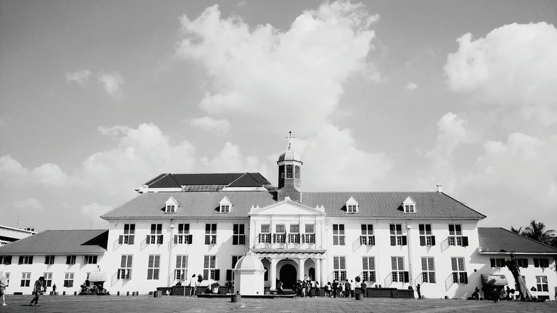 Architecture Façade Sky Building Exterior Tourism Entrance Group Of People Tourist Blue Arch Day Outdoors Cloud - Sky Travel Destinations Sejarahindonesia Museum Of Natural History INDONESIA Architecture Building Exterior Built Structure Façade Sky Religion Place Of Worship Church