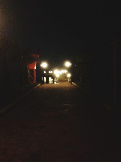 Bu karanlık bir yol ve ben ne yapacağımı hiç bilmiyorum. First Eyeem Photo Silent Way Summer Feeling Alone