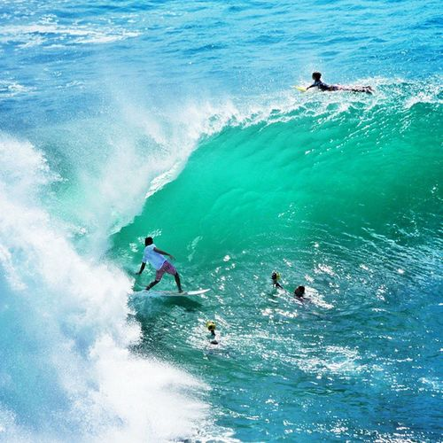 Massive Swell in Incredible Bali uluwatu . Just love that place! 💓☺☝🏄🌊🌞 padangpadang beach sea surf surfing barrel photo underwaterphotography shooting love adrenaline style surfer surfboard ocean Indonesia picoftheday vsco warrenjc instagood wave waves happy fun ripcurlcup