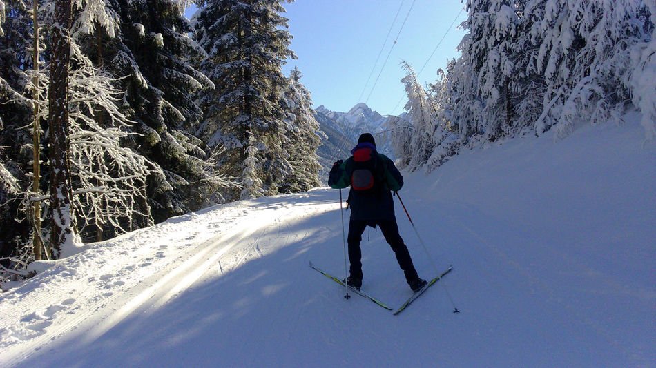 Val Pusteria Cold Temperature Leisure Activity Lifestyles Nordic Skiing One Person Real People Rear View Scenics Ski Holiday Skiing Snow Snowcapped Mountain Sport Winter