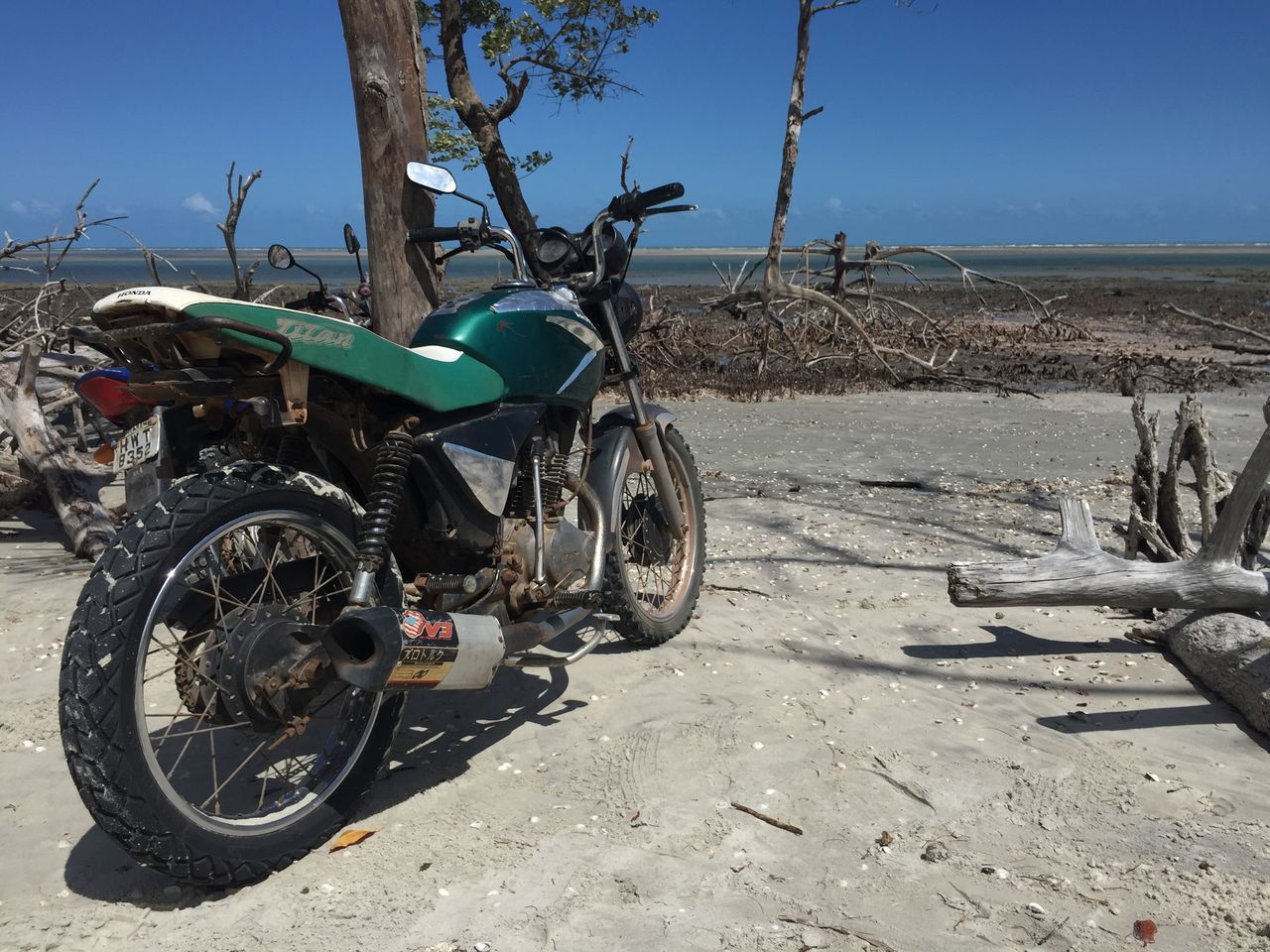 transportation, mode of transport, land vehicle, stationary, day, no people, outdoors, bicycle, sunlight, blue, sky, beach, clear sky, nature