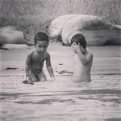 nyelam abang dek.... Anakpetani Anakindonesia Child Children bnwphotography bnw