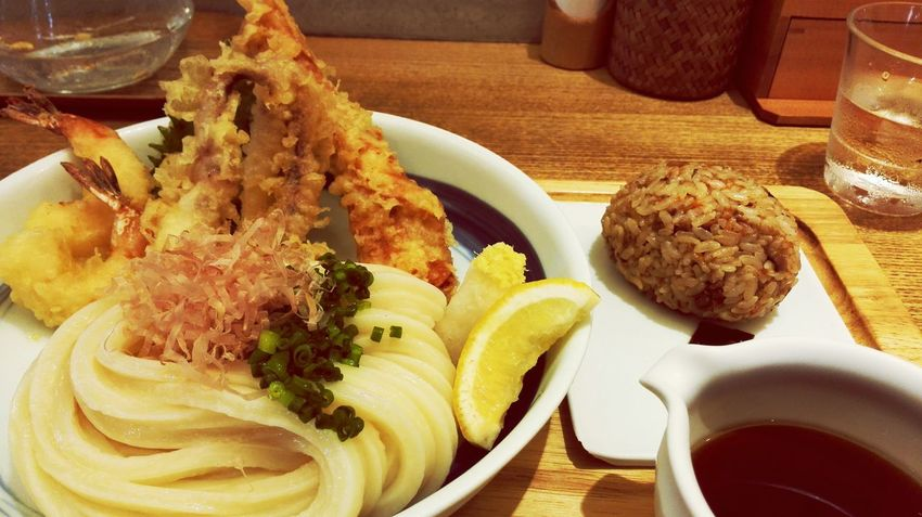 「讃岐うどん 志成」の海鮮ぶっかけうどんと味おにぎりうどん Udon Noodles Japnese Food Fukuoka,Japan Noodles Lunchtime! 福岡市中央区
