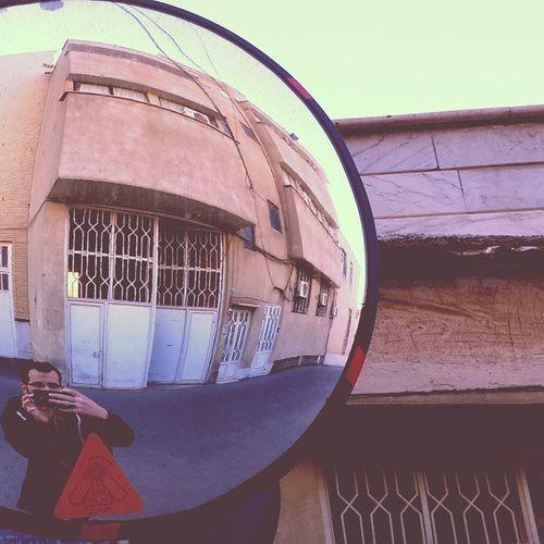 . جهان ام قاطی شده . . . . . . . اصلا خوب نیست . تصویر ام در آیینه یا ( آینه ) هم زشت است