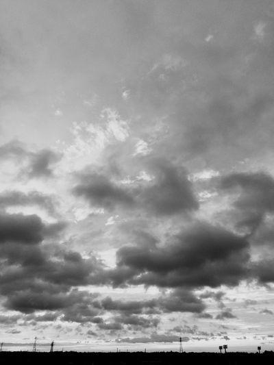 後ろに虹でその後雨に IPhoneography Clouds And Sky Sunrise Goodmorning