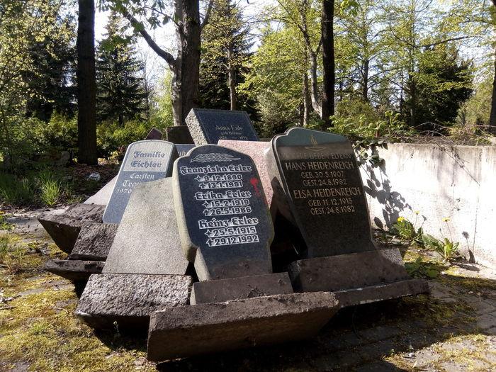 Grabstein Grabsteine Friedhof Grave Stone Grave Stones Cemetery Graveyard Aufgelassen Abandoned Leipzig Germany Letzte Ruhe Rip