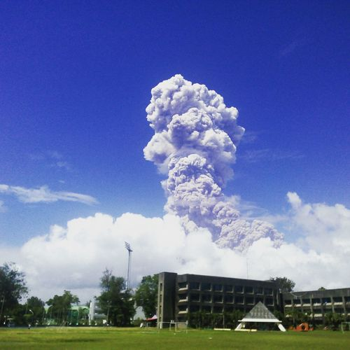 January 25, 2018 11:06 am Bicol University Volcanic Eruption Mayon Volcano Philippines Tree Soccer Field Spraying Sky Grass Architecture Cloud - Sky