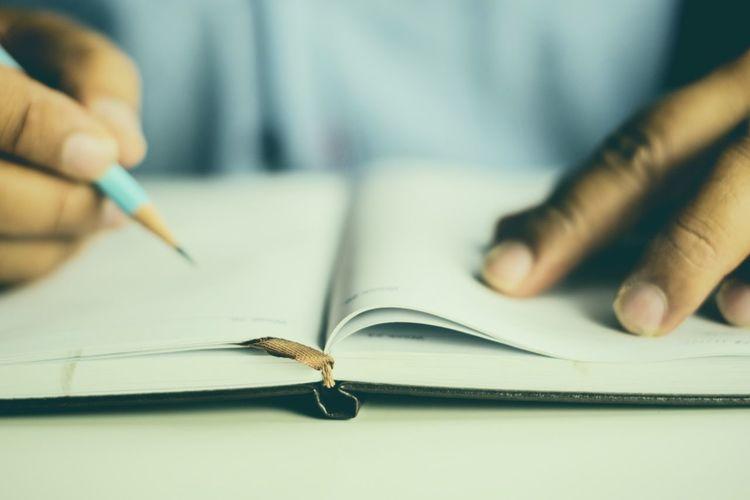 man hand write
