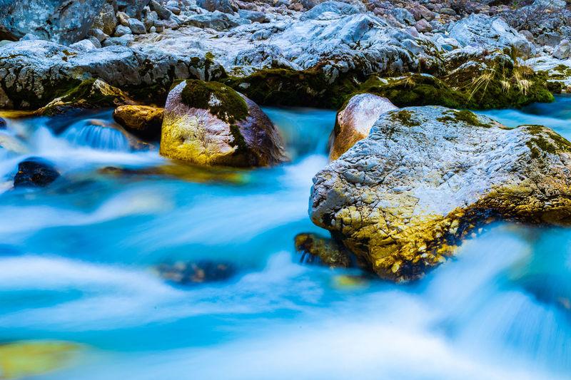 Long exposure image of stream flowing through rocks