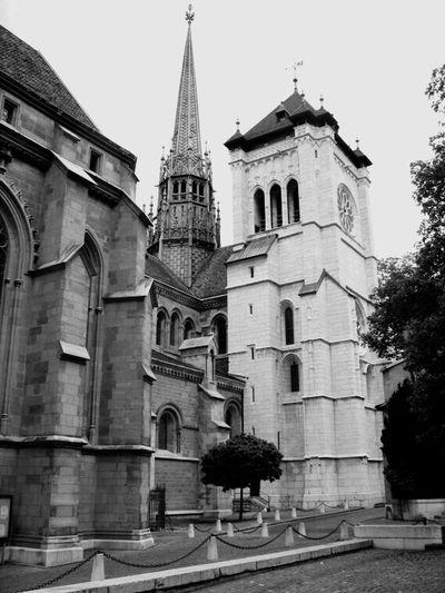 Genève, ancienne église en noir et blanc Grandiose