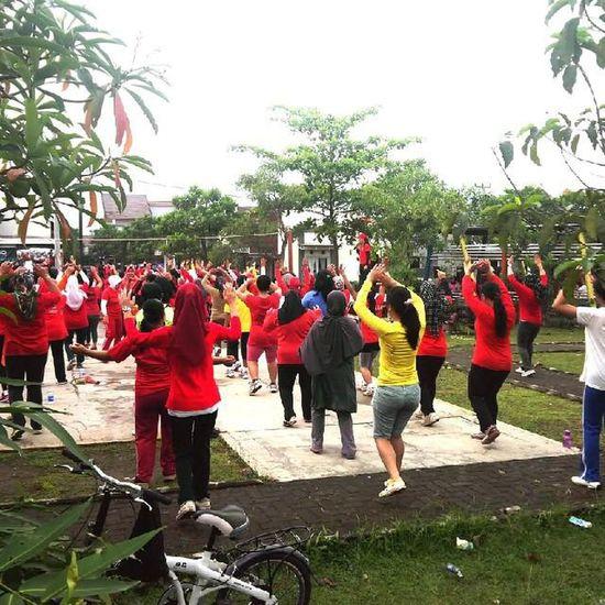 Aerobic dulu ya.. Liburan Televisinet INDONESIA Bandung EventBandung Aerobic Olahraga