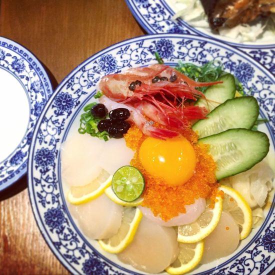 青花不愧係真愛😄同牛仔一樣咁百搭! Yummy Japanese Food Sashimi  Blue And White 青花瓷 刺身 蓋飯 日式料理 美味