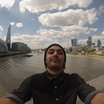 Selfie londonien 2.0 London Towerbridge Gopro Fun Love French Student Peoplewhodofunstuff Instagood Instadaily Instamood Instalike