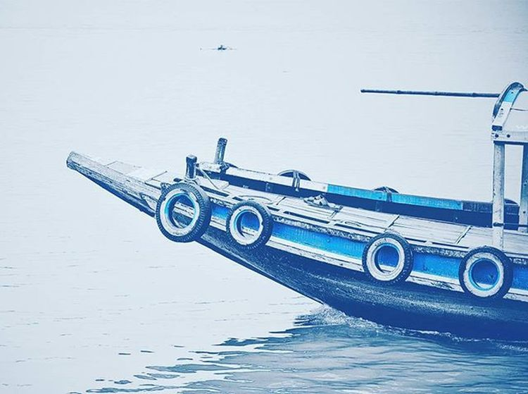 don't float thru life... Make some waves.. Boat _soi Indiapictures Storiesofindia Happiness Instapic Photooftheday Insta_mazing Nikon Focus Capture Moment Insta_mazing Photooftheday D5300 Water River Kolkata Blue Selectivecolor Nikon_photography_