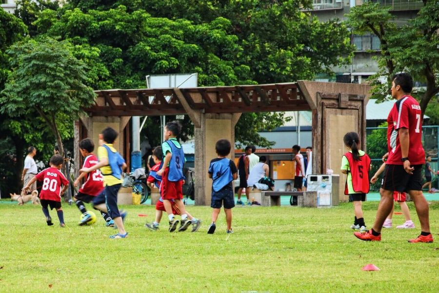 The Color Of School VSCO Vscocam Canon Canonphotography Grass Leisure Activity Green Color Playing Tree Men Kids Soccer Player