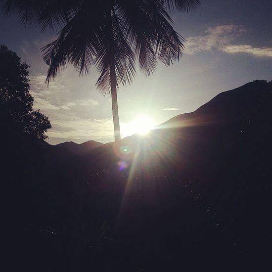 A cada manhã, as misericórdias se renovam. Amanhecer Lindo  Retiro2015 Instagood Nature Narureza Sol Sun Verão Maravilhoso