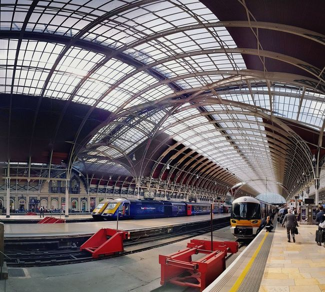 London, Paddington Station EyeEm LOST IN London Ceiling Built Structure Indoors  Architecture Arch Day Transportation People ArchiTexture England London Symetry Geometry Lines And Shapes Leading Lines Travel Photography Bahnhof