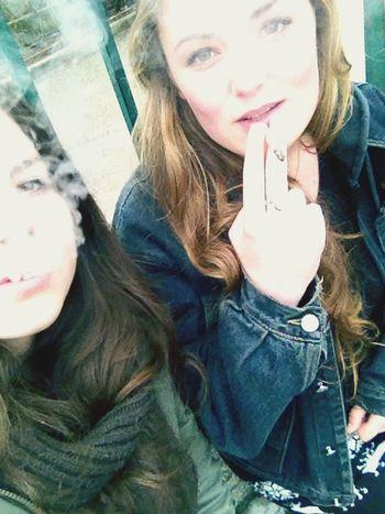 Loulou? Friends Smoke Love
