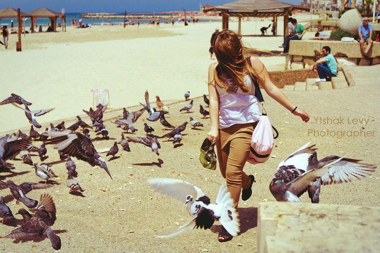 Running of joy. The Human Condition EyeEm Best Shots Open Edit For Everyone Eyeem Israel Silhouette EyeEm Best Edits Urban Walk This Way Telavivcity Streetphotography People And Places