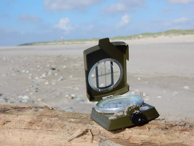 Kompass Compass Navigation Texel  Niederlande Holland Netherlands Europa Europe Nature Natur OutOfHome Outdoor Texelpics Northsea Nordsee Clock Minute Hand Clock Face Time Coin-operated Binoculars Sea Wristwatch Beach Sand Watch Coastline Sandy Beach Bay