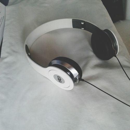 Música Headphones Auriculares Musica Music Introvert Linder-kitten White Black Blackandwhite Negro Blanco Blanco Y Negro Cordon White Background Fondo Blanco Vip Close-up
