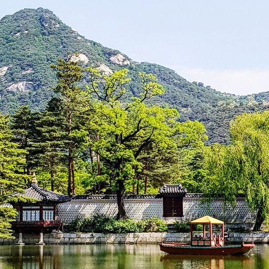 Gyeongbokgung Palace, Seoul Lake Boat Joseon Dynasty Five Centuries 1392 Seoul Southkorea Tripwithson2017 Tripwithsonmay2017