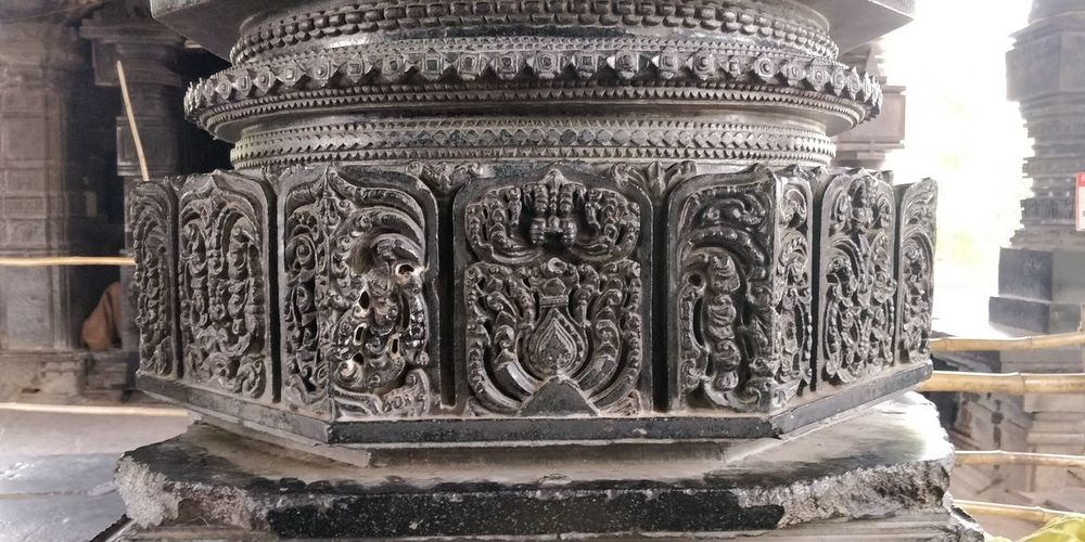 unbelievable engraving on pillar City Ancient Civilization History Sculpture Architecture Close-up Built Structure Carving Temple