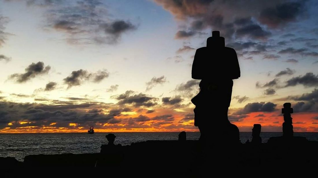 Easter Island Sunset Moais Moai Head Skyporn Amazing View Mystery Rapanui  Travel Destinations Beauty In Nature Light Outdoors Tourism Water Coulour Of Life