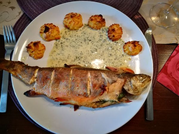 Forelle - Trout - Hausgemacht - Self-made Fish FishMeal Dinner Lunch Abendessen Mittagessen Brook Trout Bachsaibling Fisch Herzoginnenkartöffelchen Duchesses Potatoes Meal Essen Plate Seafood Table Directly Above Close-up Food And Drink Roasted