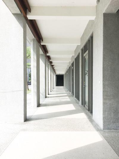 實踐大學民生學院 Shih Chien University 實踐大學 Taipei 臺北 臺灣 台灣 Taipei,Taiwan Taiwan Architecture Arcade The Way Forward Direction Built Structure Corridor Building No People Wall - Building Feature Ceiling Diminishing Perspective Colonnade Flooring Architectural Column