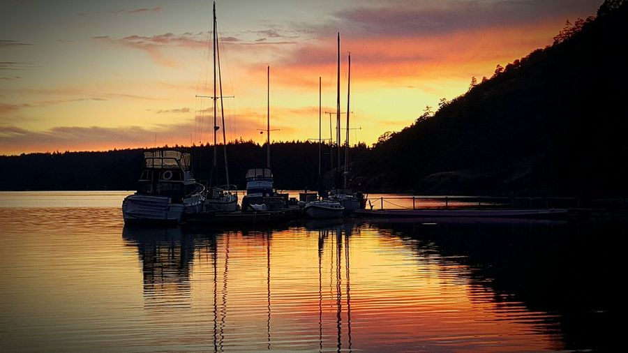 CFMETR Sunset launch Beauty In Nature Taking Photos Sunset Sunset Silhouettes Scenics Water Waterfront Tranquility Marina Enjoying Life Calm Reflection Tranquil Scene Sailboat Docked Boats