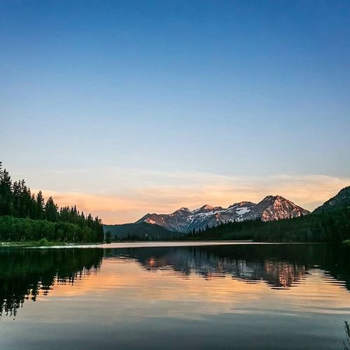 More sunsets, More mountains, and More lakes? sure thing. Timpstagram Timpanogos Silverlakeflats Utah Sunset_madness Sunsets Americanforkcanyon Visitutahvalley Visitutah Dreamsofspring