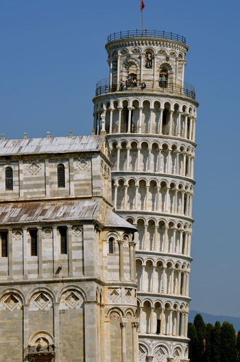 Leaning tower of pisa against clear sky