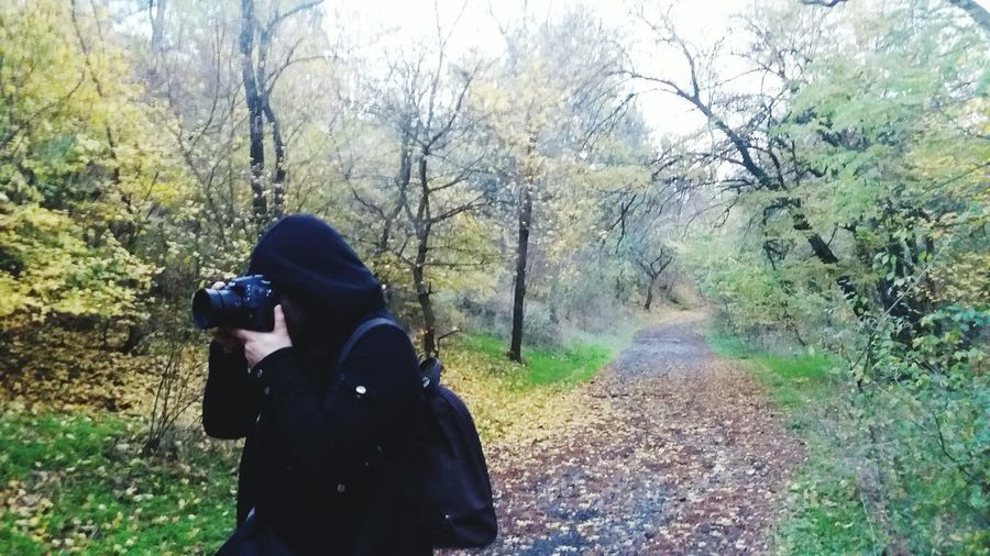Tree Nature Day Outdoors Women Forest Warm Clothing Photographer Photographer In Shot Autumn Mood Autumnbeauty Autumn Leaves