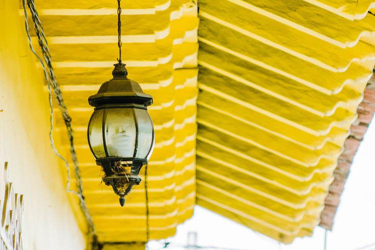 Un farol en la calle Mexico Ceiling Electric Lamp Electricity  Farol Indoors  Lantern Lighting Equipment Low Angle View No People Techo Yellow
