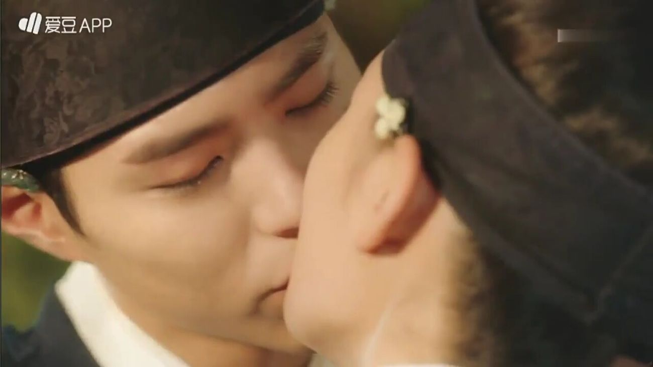 很可爱 Moonlight Drawn By Clouds SO HANDSOME 박보검 Park Bo Gum Handsome Kiss Kisses❌⭕❌⭕ Waiting Cmon Common