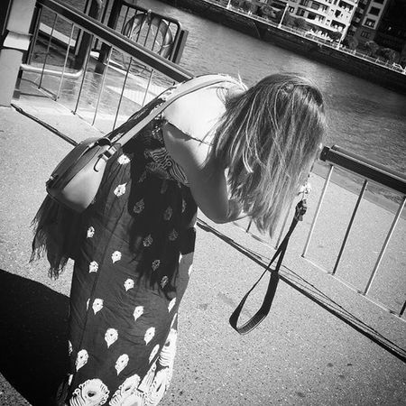 Così passo le giornate... Facendo foto!!! ❤ Love Pics Blackandwhite Nikon Portugalete Spain2015 Longdress Benetton Bag