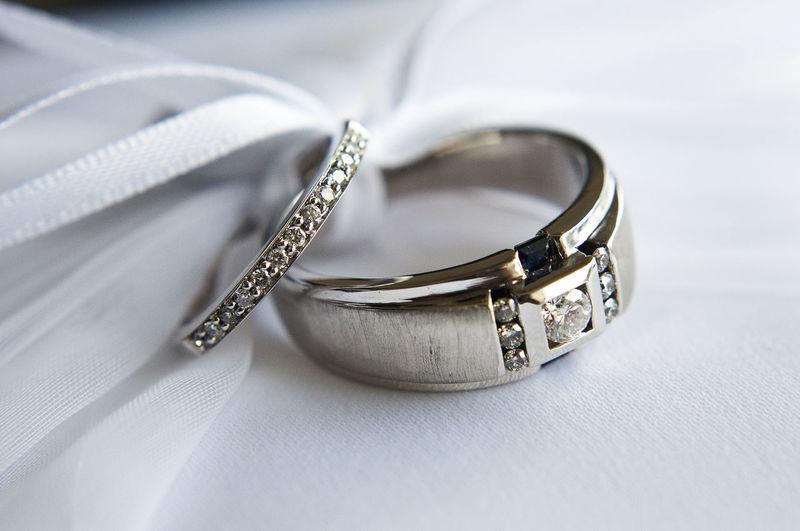 Wedding Ring Ribbon Diamond Sapphire
