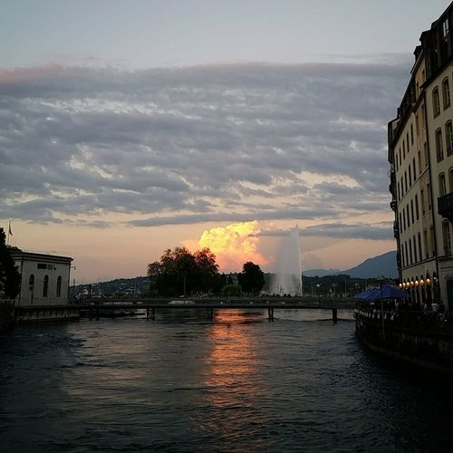 Sunset over Geneva city Genevacity Genevalake Lacleman Crazyclouds Crazysky Urbanphotography Amazinglight  Summertime