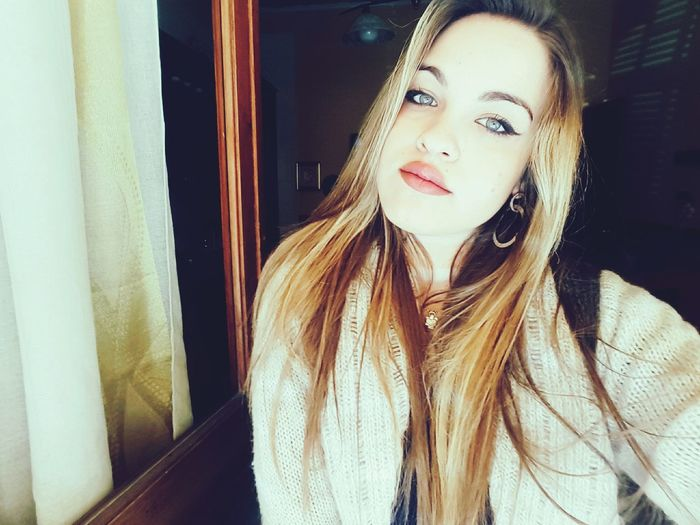 First Eyeem Photo Happyland Wonderful EyeEm Best Shots Pouplar Photos Italy City Lights Italian Girl Beauty Red Lips Blue Eyes Eye4photography  Beautiful Eyes Brighteyes