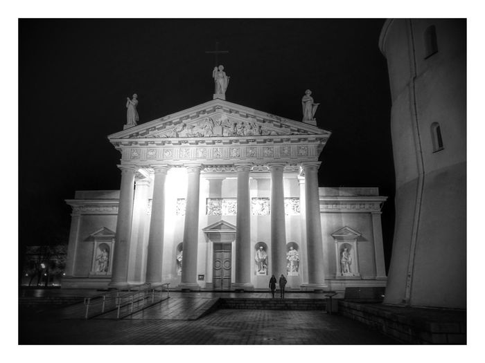 Architecture History Built Structure Sculpture HuaweiP9 Mobilephotography Must See Church Vilnius Old Town Vilnius Blackandwhite