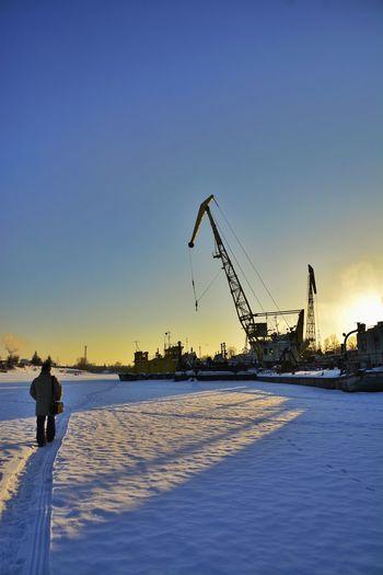 Building Exterior Built Structure City Commercial Dock Construction Crane Crane - Construction Machinery Industry Sky Technology Weekend Activities Winter зима корабли кран снег человек