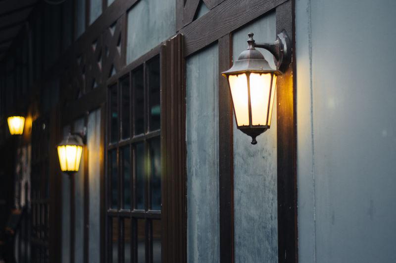 Illuminated street light