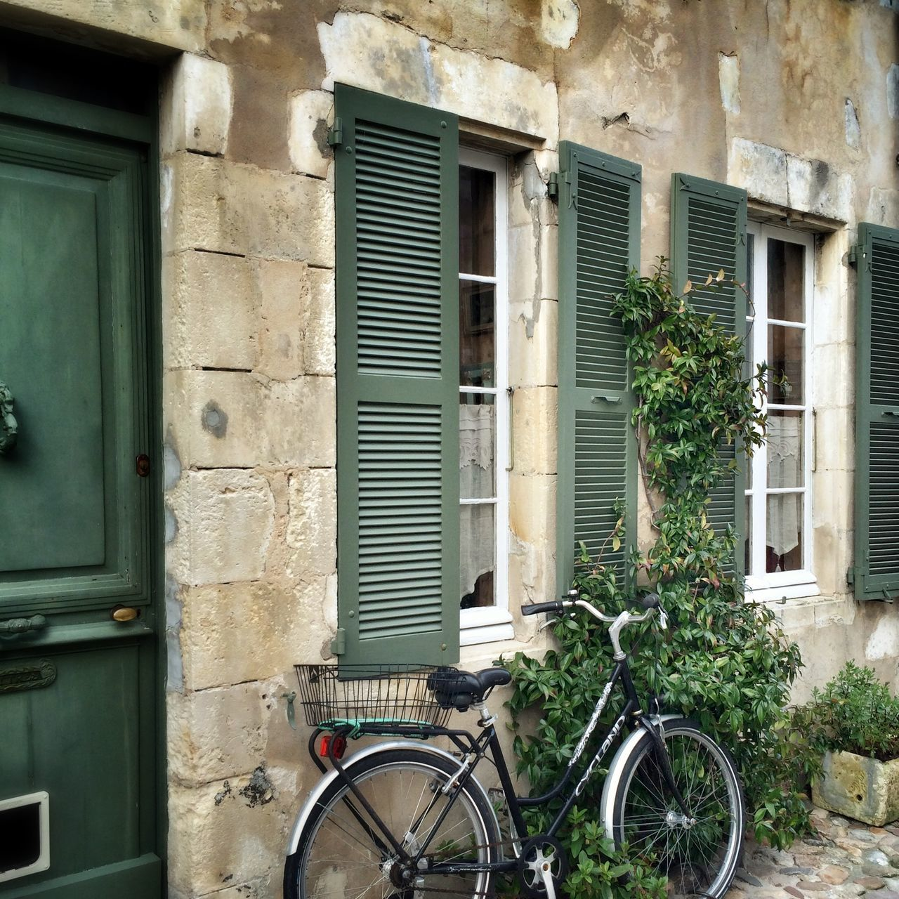 architecture, window, building exterior, old, built structure, no people, transportation, day, mode of transport, outdoors