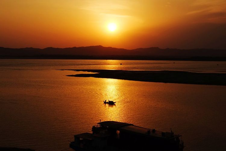 Sunset over Irrawaddy River River Myanmar Boat Bird Water Sunset Mountain Silhouette Sun Reflection Sky Romantic Sky Dramatic Sky Atmospheric Mood Majestic Dramatic Landscape Awe Atmosphere Moody Sky