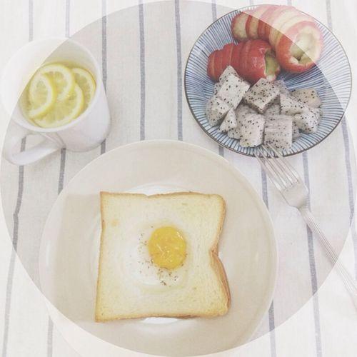 微健康早餐? 要上班的日子我媽會出門前給我煮好早餐,星期日我放假她就會留下兩塊方包讓我自己弄早餐吃? Breakfast Fruit Sunday