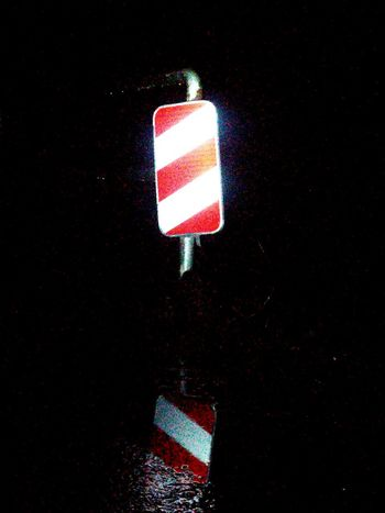 Barke Nachtaufnahme Absperrung Geländer Streetphotography Street Photography Night Photography Nightphotography