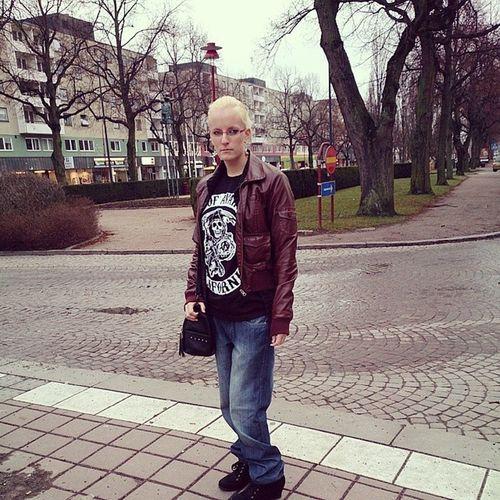 Mot staden & trängas! :-D SoA Sonsofanarchy Brud New Girl blond shoppa